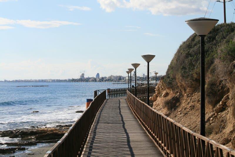 Деревянный footbridge на набережной Лимасола стоковое фото rf
