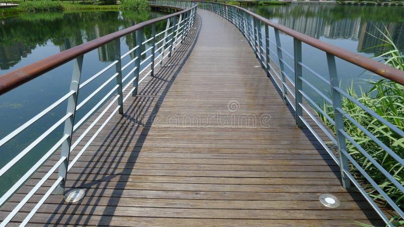 Деревянный footbridge стоковая фотография rf