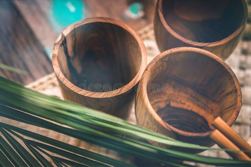 Деревянный tableware Чисто древесина teak Dinnerware, kitchenware от Индонезии стоковая фотография rf