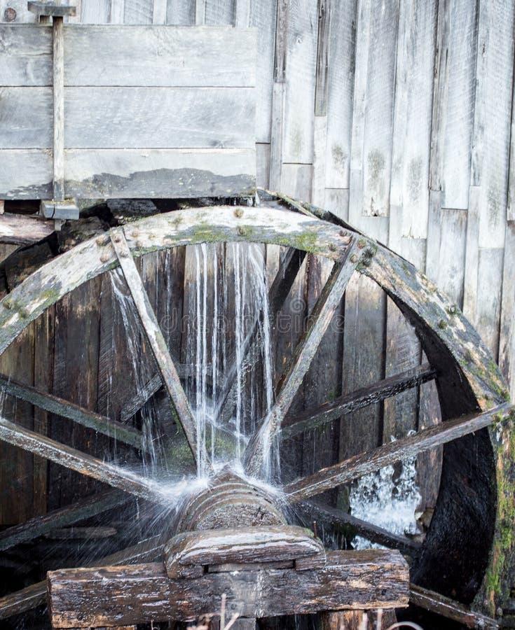 Деревянный waterwheel стоковое изображение rf