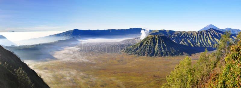 Держатель Bromo вулкана на восходе солнца, East Java, Индонезии, Азии стоковая фотография