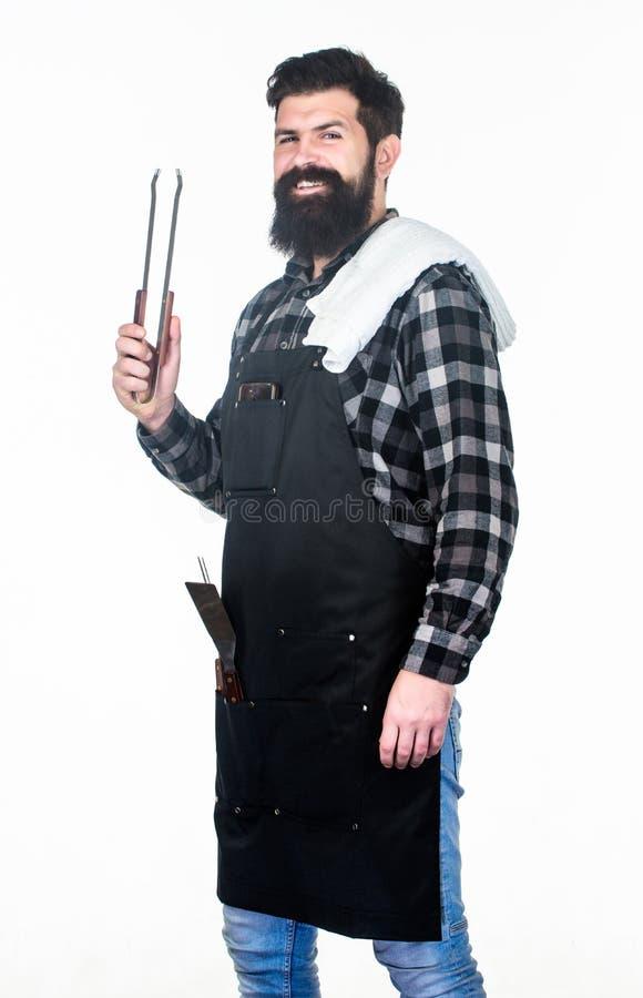 Держать его руку далеко от пламени Бородатые схваты барбекю удерживания человека в руках Повар гриля используя схваты кухни Шеф-п стоковые фото