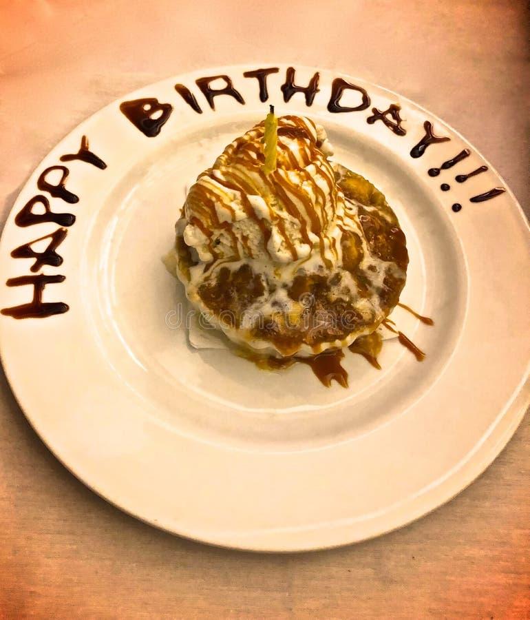 Десерт дня рождения стоковое изображение rf