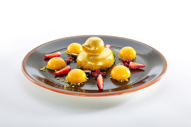 Десерт плода с клубниками и манго стоковая фотография rf