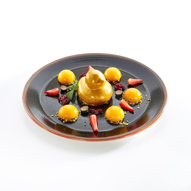 Десерт плода с клубниками и манго стоковые фото