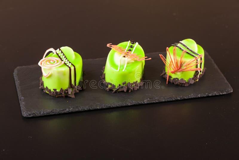 Десерт фисташки на плите стоковое изображение rf