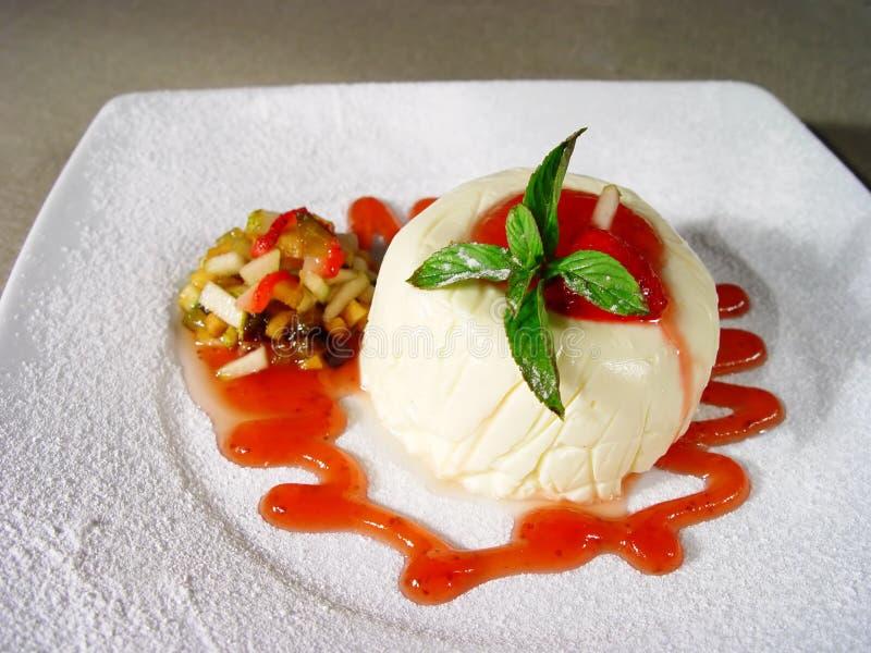 Download десерт стоковое фото. изображение насчитывающей еда, плодоовощ - 475992