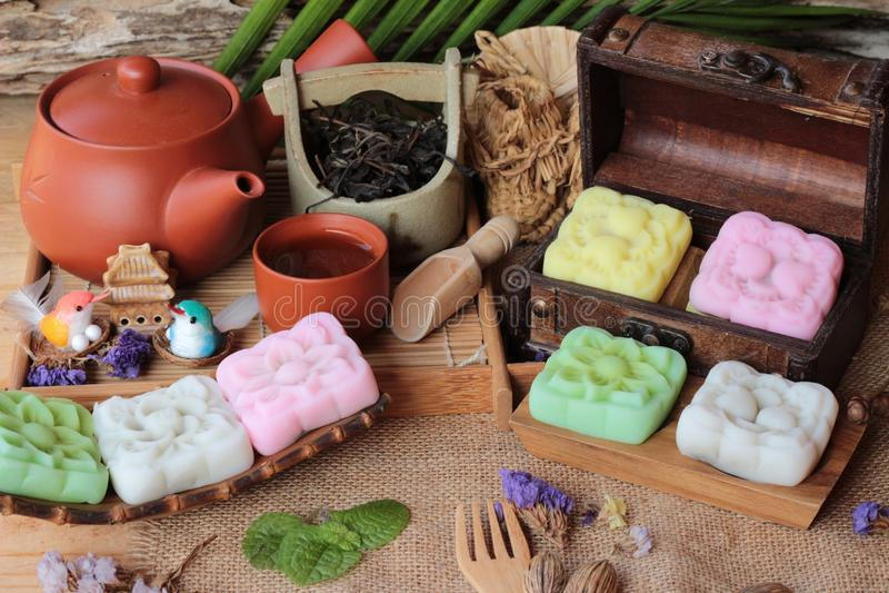 Десерт Mochi японский и горячий чай очень вкусные стоковые фото