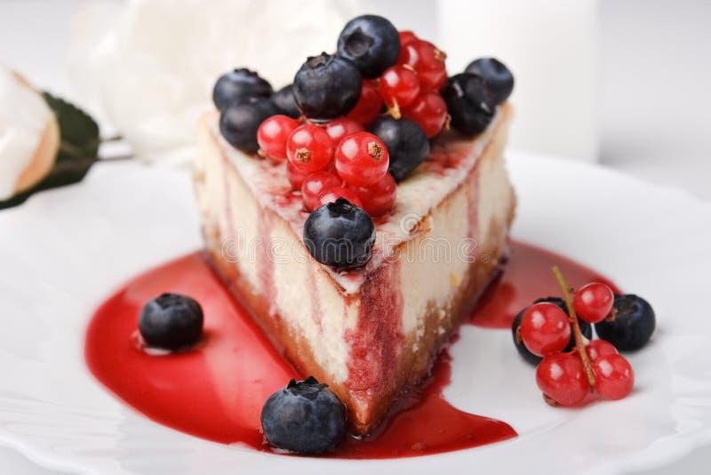 десерт New York сыра торта ягод стоковое изображение rf