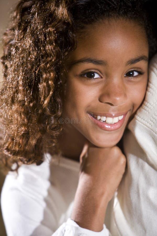 десятилетнее девушки старое довольно стоковые изображения rf