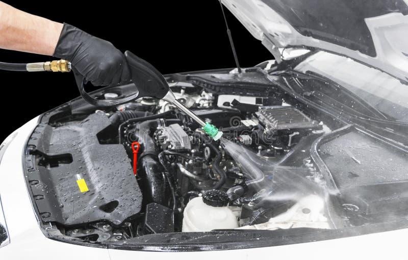 Детализировать автомобиля Ручной двигатель мойки с водой давления Моя двигатель автомобиля с соплом воды Двигатель корабля челове стоковое фото rf