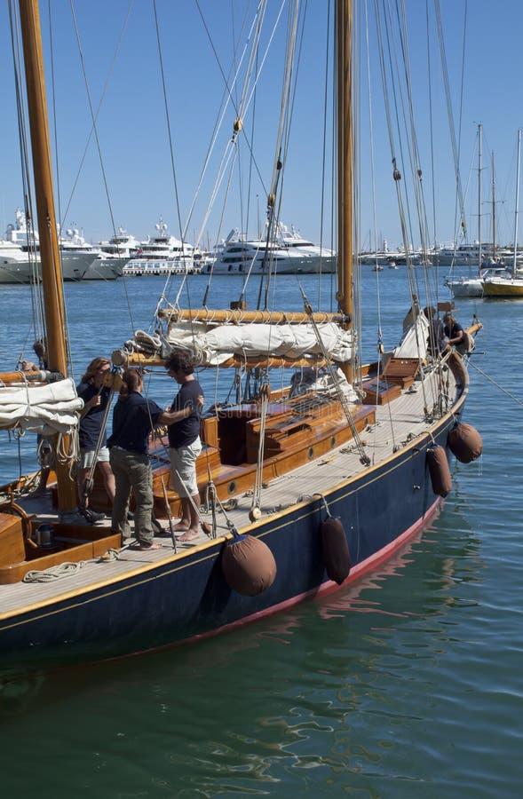 детализируйте старую яхту команды корабля sailing стоковая фотография