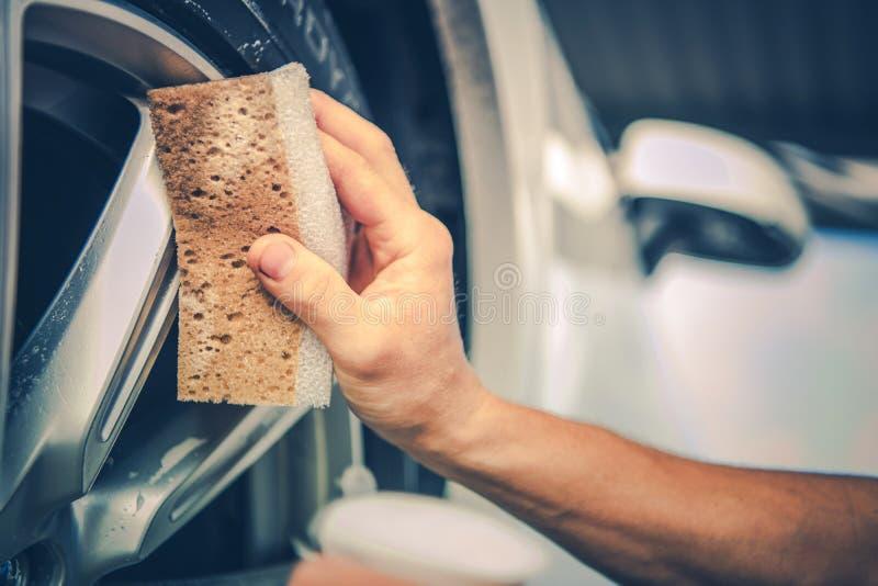Детализируя колеса сплава автомобиля стоковая фотография rf