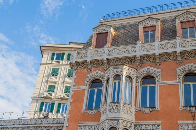 Детали винтажных дворцов в центре Генуи, Италии стоковое изображение rf