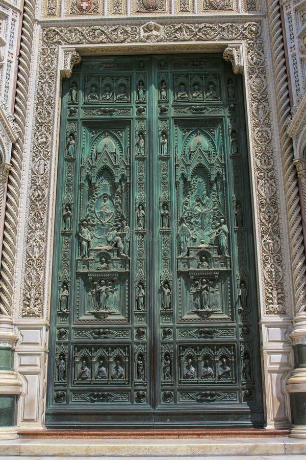 Детали двери собора Флоренс, церковь в Италии стоковое фото rf