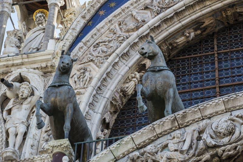 Детали интерьера базилики ` s St Mark в Венеции стоковые изображения