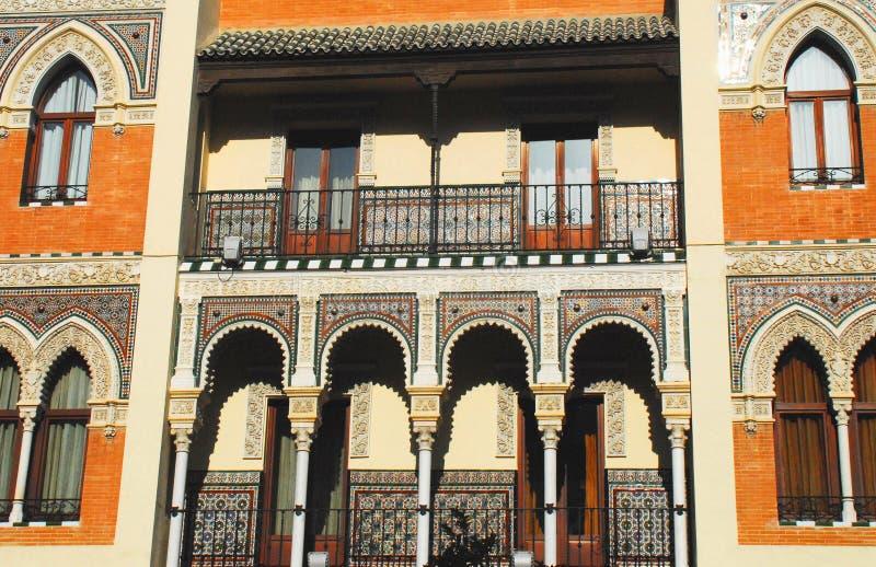 Детали Испании Севильи восхитительные архитектурноакустические на здании стоковое изображение rf