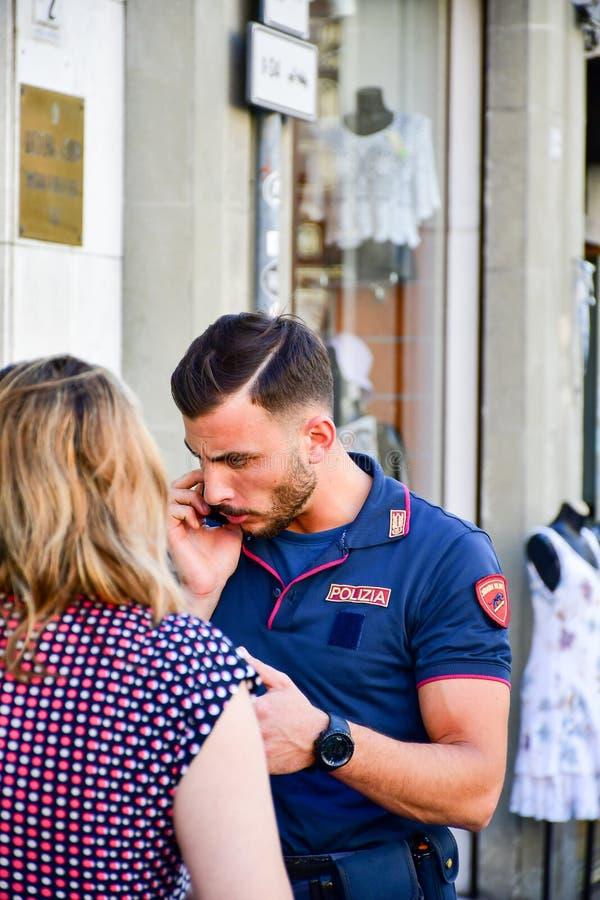 Детали Италии Красивый итальянский полицейский стоковое фото rf