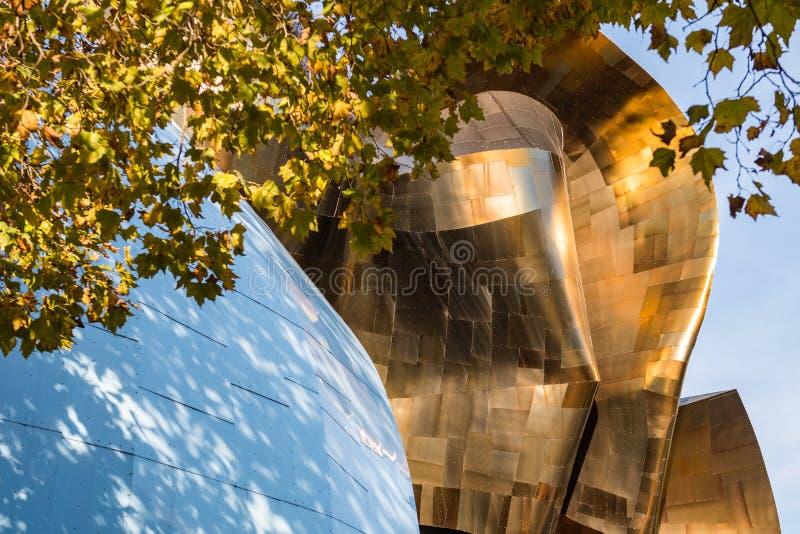 Детали красочных и выделяющийся стен музея поп-культуры Сиэтл, Вашинг стоковая фотография