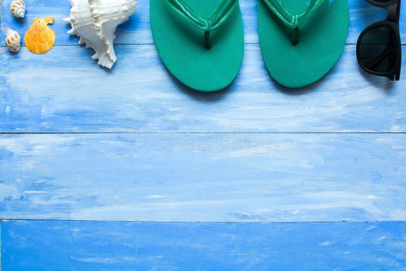 Детали лета на голубых деревянных планках стоковые фото