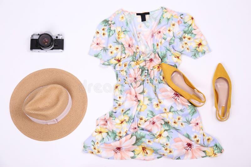 Детали одежды кладя на белую предпосылку стоковые фото