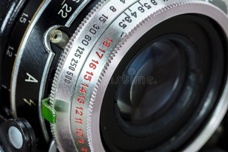 Детали ретро взгляда макроса объектива фотоаппарата фильма стоковое фото