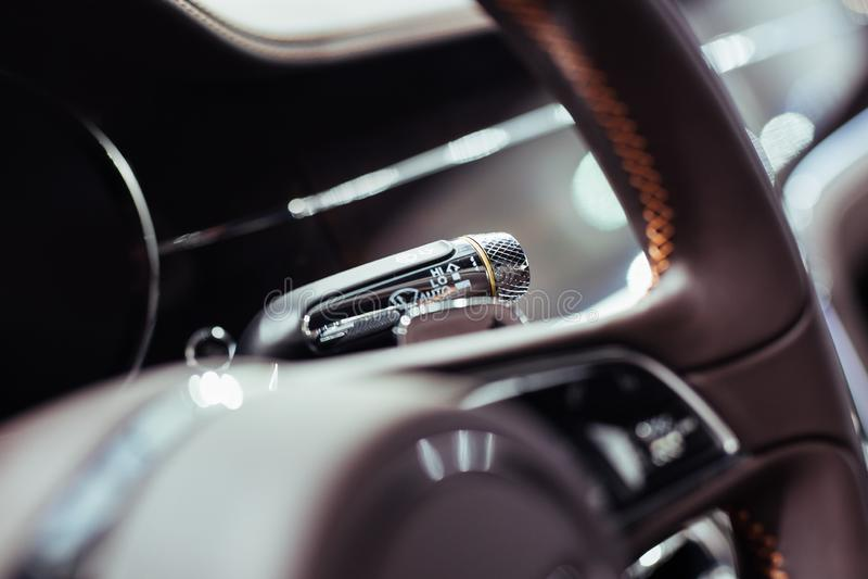 Детали роскошного автомобиля внутренние стоковое изображение