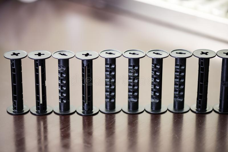 детали сетноого-аналогов оборудования лаборатории фильма на таблице стоковые фотографии rf