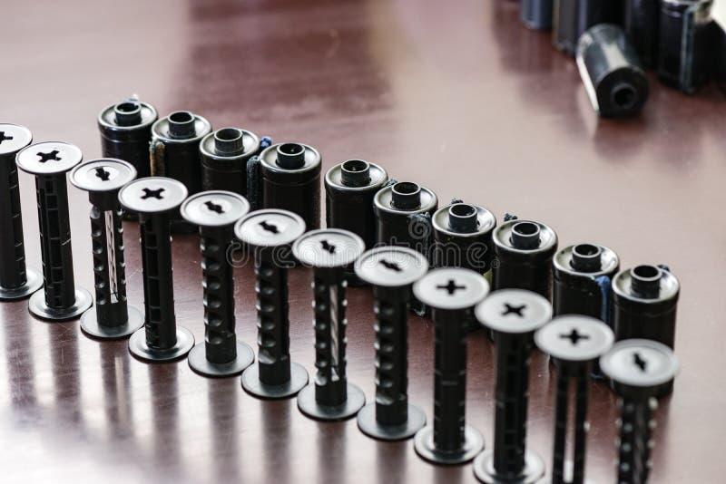 детали сетноого-аналогов оборудования лаборатории фильма на таблице стоковое фото