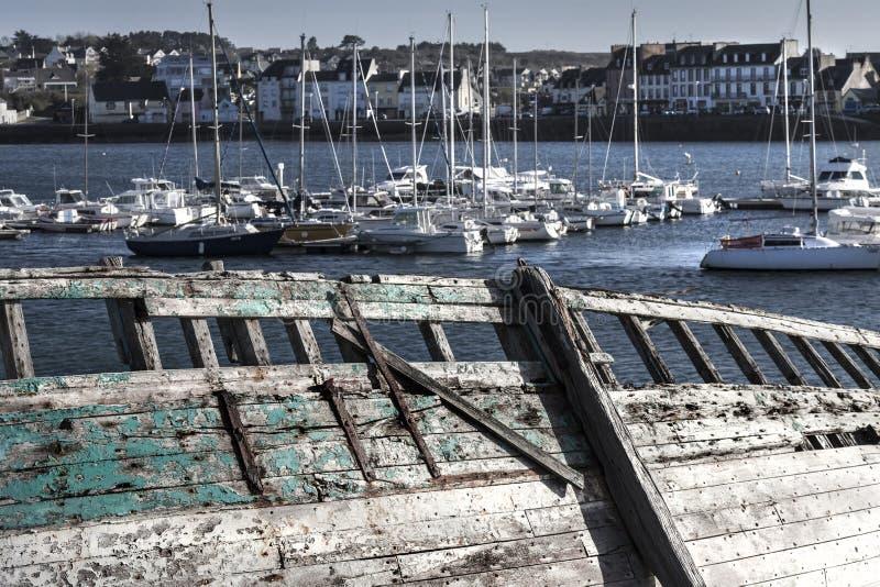 Детали старого покинутого корабля в кладбище корабля, Camaret Sur стоковое изображение