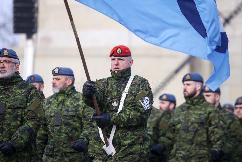 Детали с формой и флагом канадской военной полиции стоковые фото