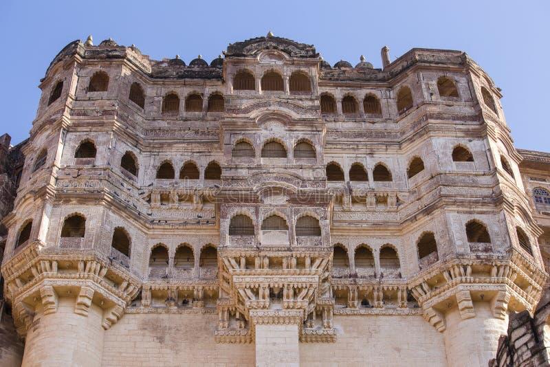 Детали форта Джодхпура на заходе солнца Сценарное назначение перемещения и известная туристическая достопримечательность в Раджас стоковые изображения