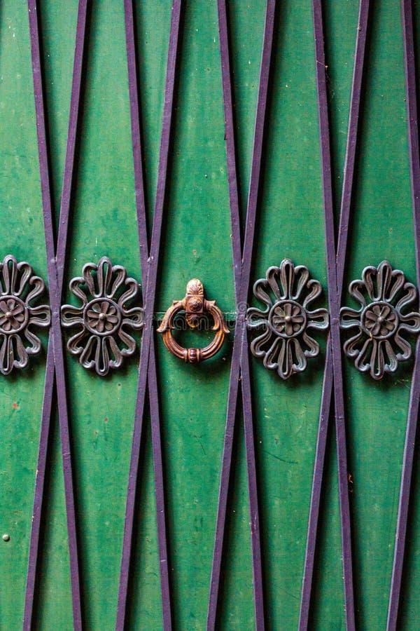 Детальное, покрашенное фото двери, конец вверх стоковые фотографии rf