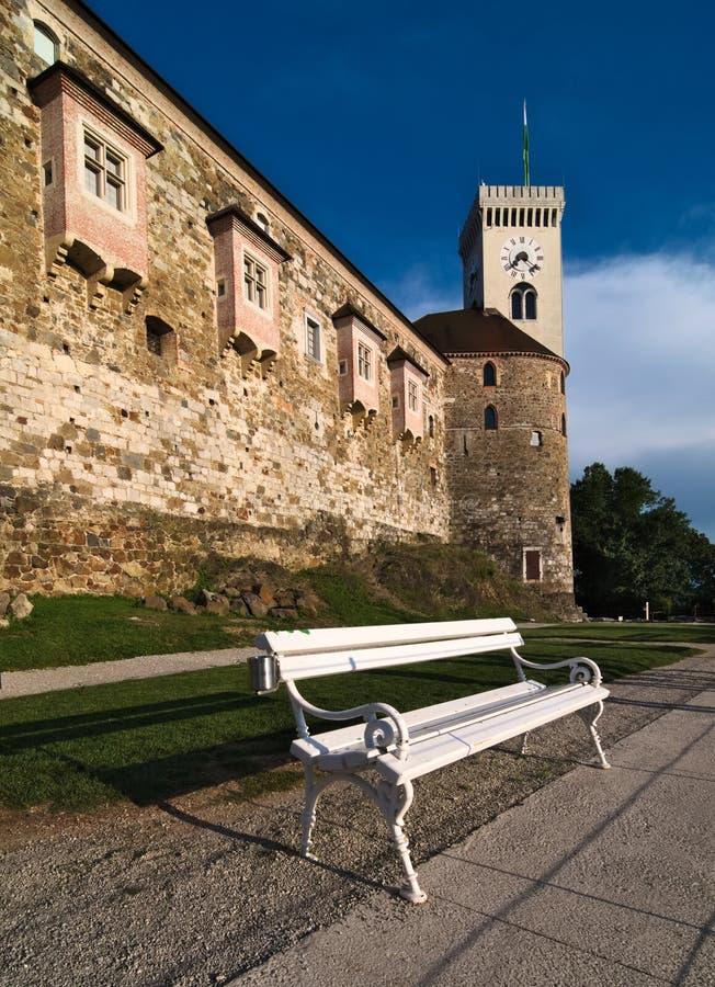 Детальный взгляд стенда перед правом stolp Grajski башни бдительности рядом с выпускником Ljubljanski замка Любляны стоковая фотография rf