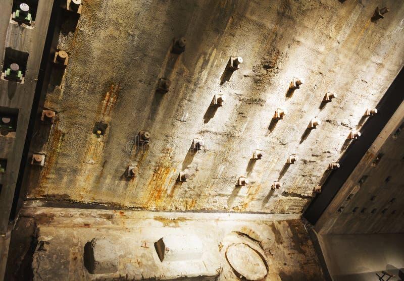 Детальный взгляд учреждений Твин-Тауэрс остается в мемориальном музее национальное 9-11 в более низком Манхаттане, Нью-Йорке стоковое фото