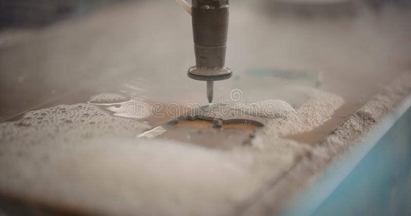 Деталь автомата для резки CNC водоструйная Никто, индустрия стоковые фото