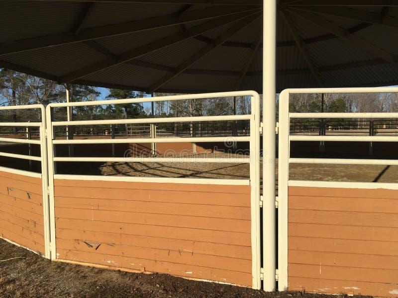 Деталь арены амбара лошади внешняя стоковые изображения rf