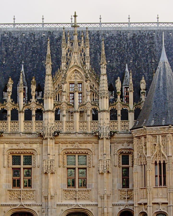Деталь архитектуры дворца правосудия в Руане, Франции стоковая фотография rf