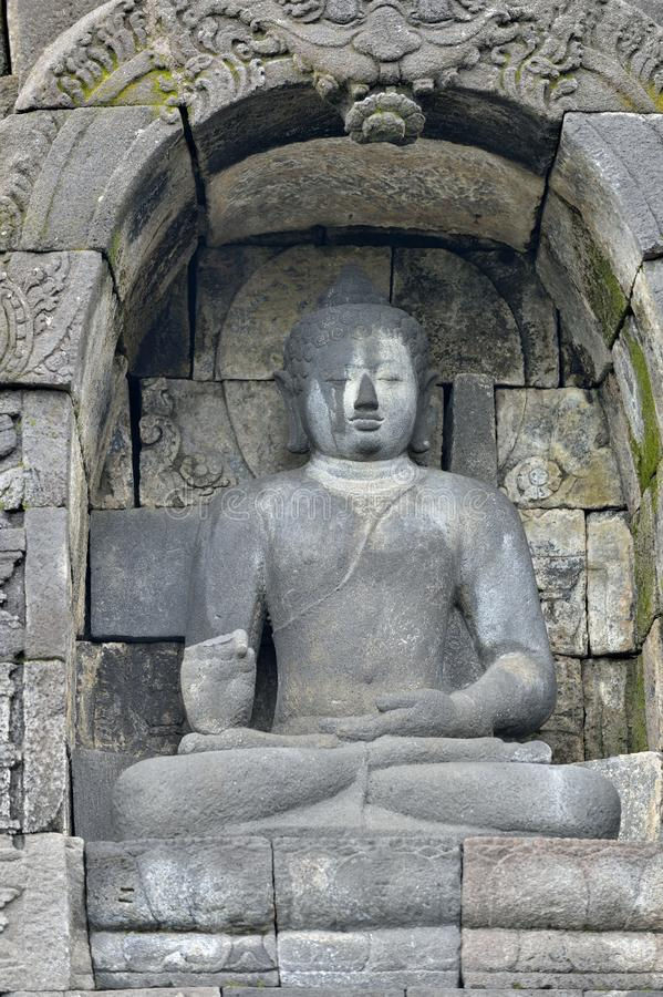 Деталь буддиста высекла сброс в виске Borobudur в Yogyakar стоковые изображения