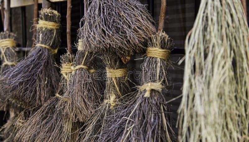 Деталь веников для ведьм на хеллоуине стоковое фото rf