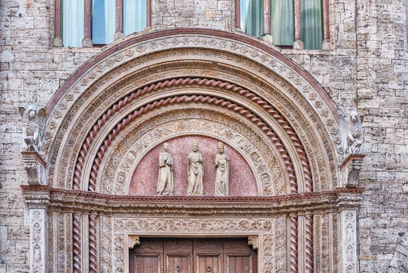 Деталь в фасаде галереи Умбрии национальной, Перудже, Италии стоковые фотографии rf