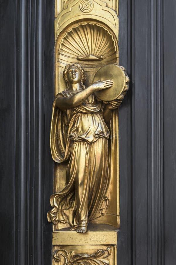 Деталь двери ворот рая в купели San Giovanni, Флоренс стоковое изображение