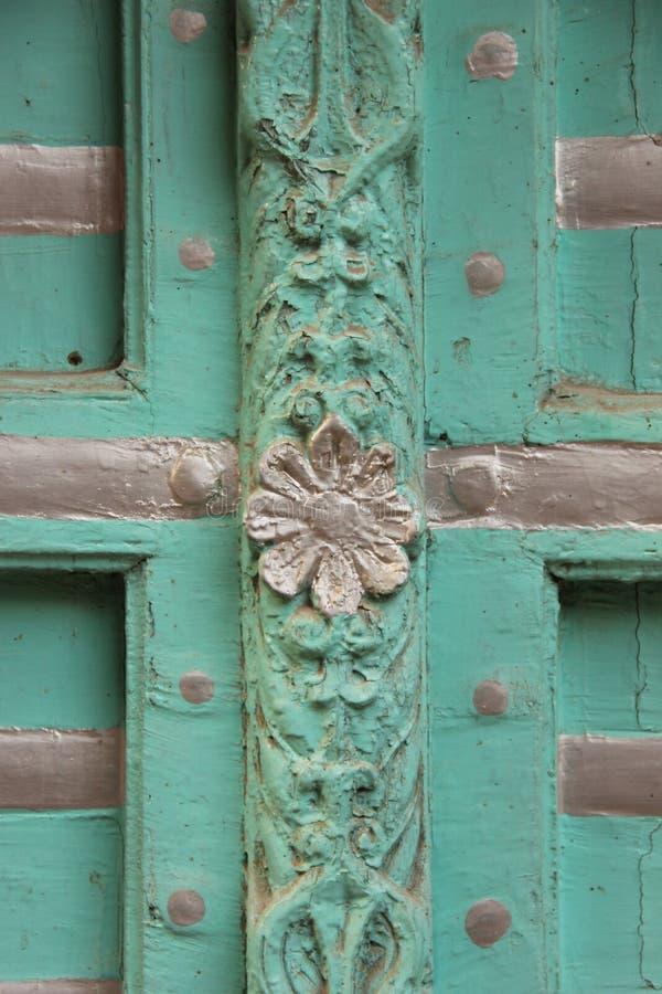 Деталь деревянной двери стоковая фотография