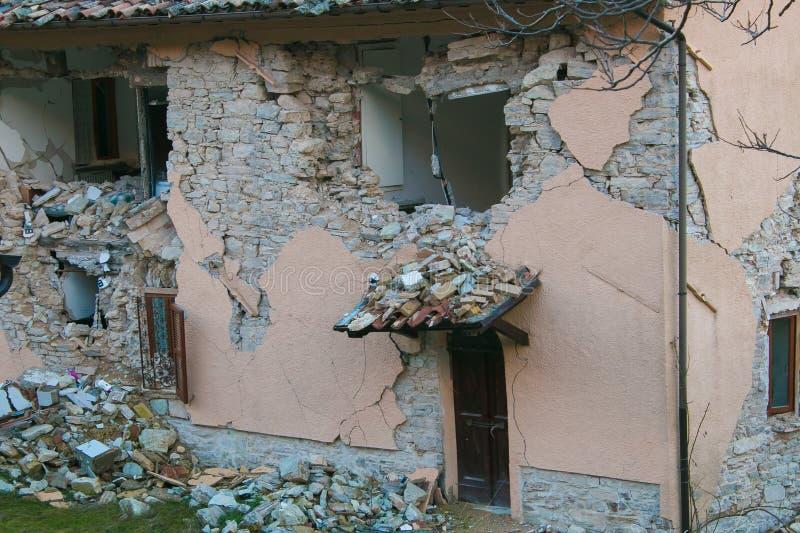 Деталь дома разрушенная землетрясением Amatrice стоковые изображения