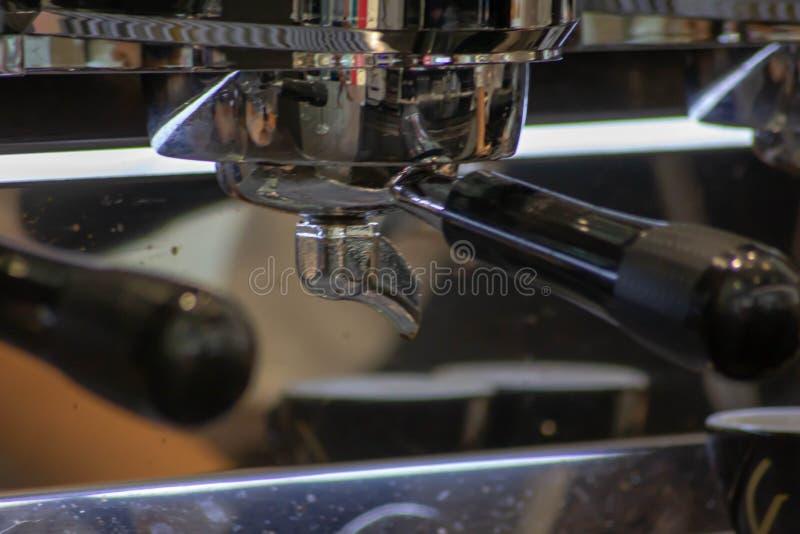 Деталь итальянской машины кофе эспрессо кофе в Италии широко использован и оценен стоковые фотографии rf