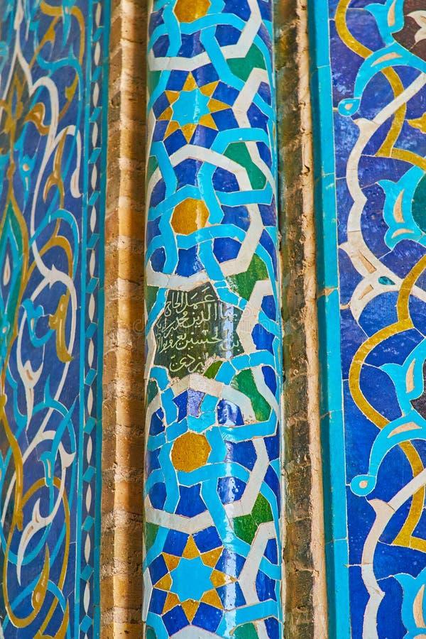 Деталь крыть черепицей черепицей столбца михраба мечети Jameh, Yazd, Ирана стоковая фотография