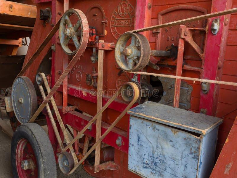 Деталь передачи пояса на старую машину молотильщика стоковые фото