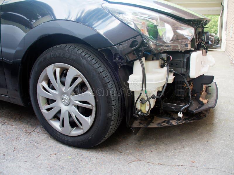 Деталь поломанного повреждения начала автомобиля стоковая фотография