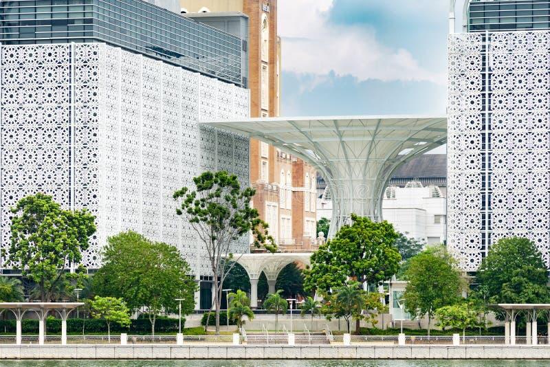 Деталь современного восточного ислама Путраджайя Kompleks архитектуры стоковая фотография