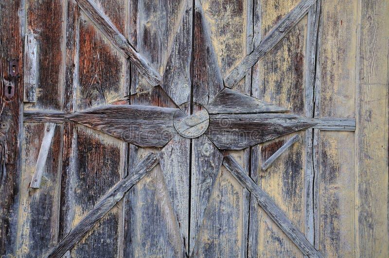 Деталь старой деревянной двери стоковая фотография